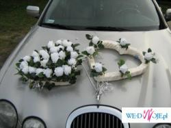 dekoracja samochodu ślubego