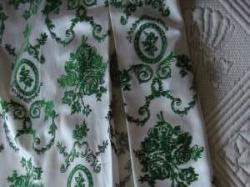 Delikatna atłasowa sukienka