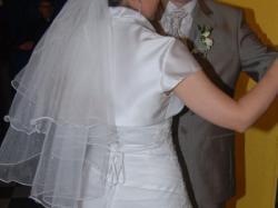 Delikatna i piękna suknia ślubna
