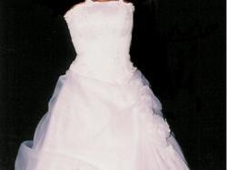 Delikatna i zwiewna suknia dla szczupłej dziewczyny