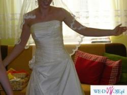 Delikatna jednoczęściowa suknia ecru. Zobacz!!