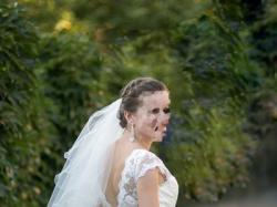 delikatna koronkowa suknia ślubne