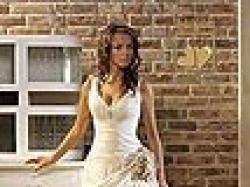 Delikatna, skromna i urocza suknia ślubna. TANIO SPRZEDAM 700 zł.