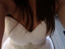 delikatna suknia ślubna