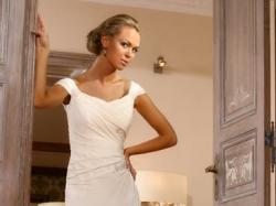 Delikatna suknia ślubna Julia Rosa model 818