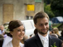Delikatna suknia ślubna na niską, drobną pannę młodą