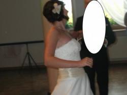 Delikatna suknia ślubna w kolorze ecru