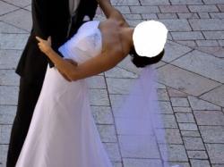 delikatna suknia ślubna z białej tafty + halka + welon