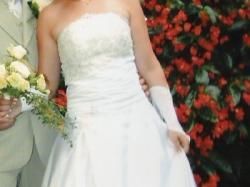 Delikatna suknia z koronką