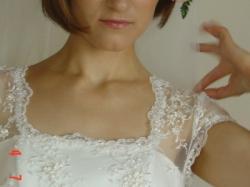delikatna suknia z rękawkiem