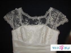 delikatna suknia z tafty i koronki