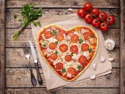 Dietetyczne ciasto na pizzę - sprawdź jak zrobić spód z kalafiora!