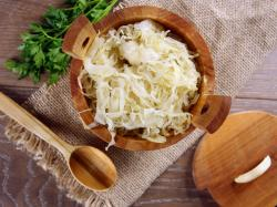 Dlaczego warto jeść kapustę kiszoną na diecie odchudzającej?