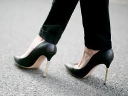 Dlaczego warto nosić czarne spodnie? Zobacz 10 eleganckich modeli z kolekcji Monnari