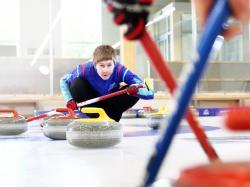 Dlaczego warto spróbować curlingu? Powodów jest wiele - przekonuje Adela Walczak! Zakochaj się w tym sporcie!