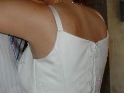 Długa, ecru, wyszywana suknia ślubna