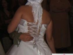 Duża dwuczęściowa biała suknia ślubna