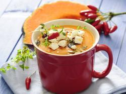 Dyniowa zupa-krem z dodatkiem fety