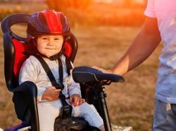 Dziecko w foteliku rowerowym nie może spać! [WIDEO]