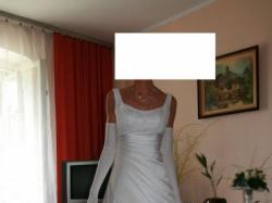 Efektowna suknia z dodatkami