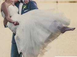 Ekskluzywna suknia ślubna Agora - zwiewna, w stylu Zień