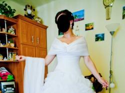 Ekskluzywna suknia ślubna  w stylu hiszpańskim z dodatkami