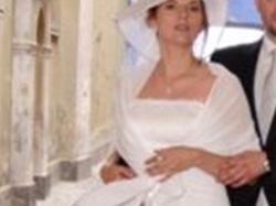 Elegancka biała prosta wysmuklający krój