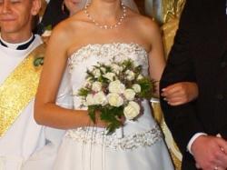 Elegancka biała suknia ślubna