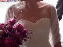Elegancka i delikatna suknia
