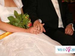 Elegancka i skromna suknia ślubna