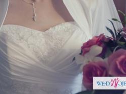 Elegancka i subtelna suknia ślubna – dodatki GRATIS!