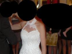 Elegancka i szykowna suknia ślubna w kolorze ecru