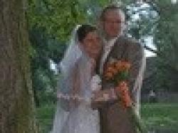elegancka, koronkowa, biała suknia ślubna