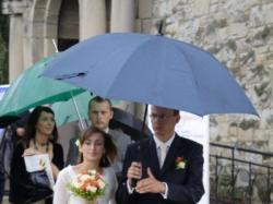 Elegancka koronkowa suknia ślubna