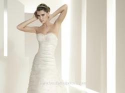 elegancka, prosta i oryginalna suknia ślubna firmy White One 6202