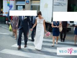 Elegancka, prosta suknia ślubna
