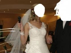 Elegancka śnieżnobiała suknia ślubna