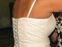 elegancka suknia dla niezawysokiej i lekko okręgłej Pani Młodej