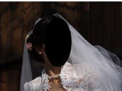Elegancka suknia ślubna.