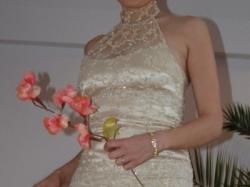 Elegancka suknia slubna z koronki - atrakcyjna cena
