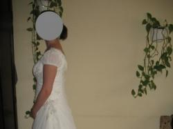 Elegancka suknia w kolorze waniliowym
