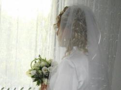 Elegancką suknię ślubną- sprzedam TANIO+ GRATISY:welon , bolerko, buty