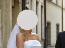 Elegancka w swej prostocie suknia ślubna