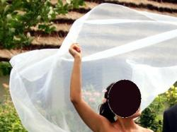 Gala Daraka. Satynowa biała suknia ślubna