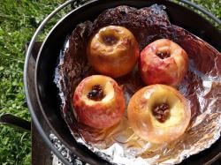 Grillowane jabłko z mozzarellą i sałatą