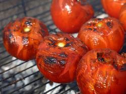 Grillowane pomidory z czosnkowymi grzankami