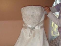 hiszpańska suknia ślubna Atelier Diagonal model 820, koronkowa z perelkami