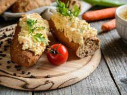 Jajeczno-ziołowa pasta do kanapek