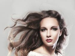 Jak przyciemnić włosy bez farbowania?