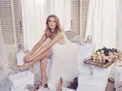 Jak wybrać idealne buty do ślubu? Podpowiada Zosia Ślotała!